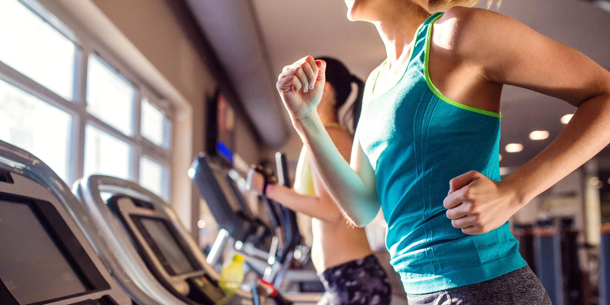 Frau trainiert - pro-fitness-discounter